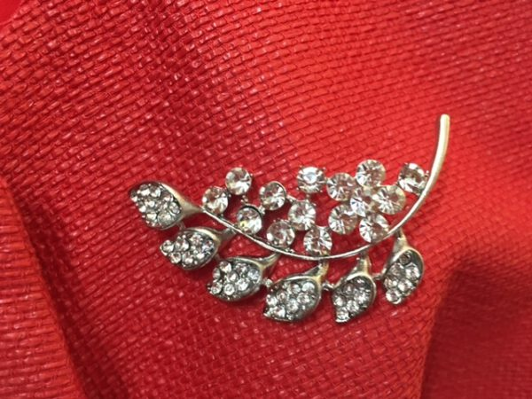 BROCHE / ALFILER COLOR PLATA